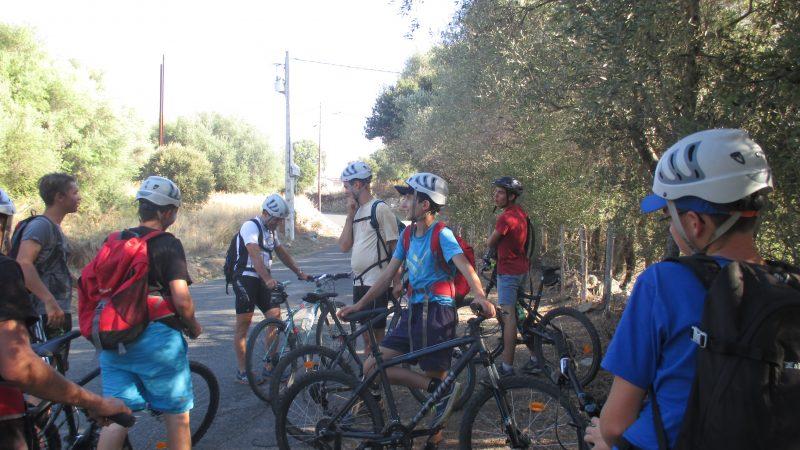Ballade en vélo des élèves en Corse